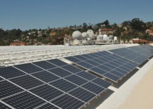 Solar panels installed on the roof of Space and Naval Warfare Systems Command Headquarters Old Town Complex in San Diego, California. (Photo by Rick Naystatt/Released)